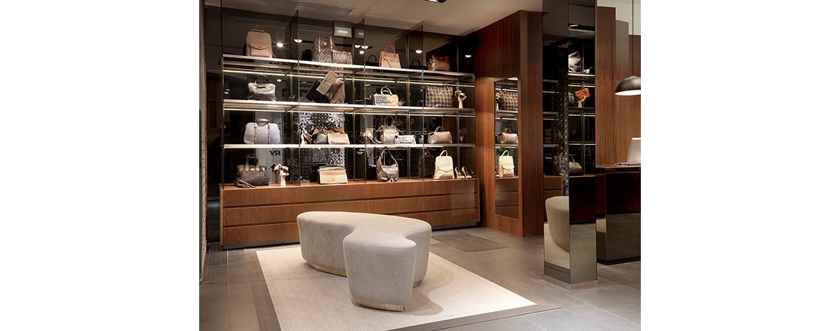 https://www.brandsofspain.com/wp-content/uploads/2011/07/ROBERTO-VERINO_tienda-Serrano_01-1.jpg