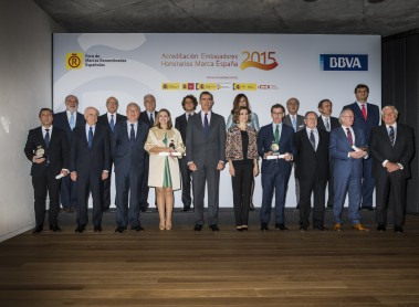 The King and Queen award accreditations to the new Spain Brand Honorary Ambassadors